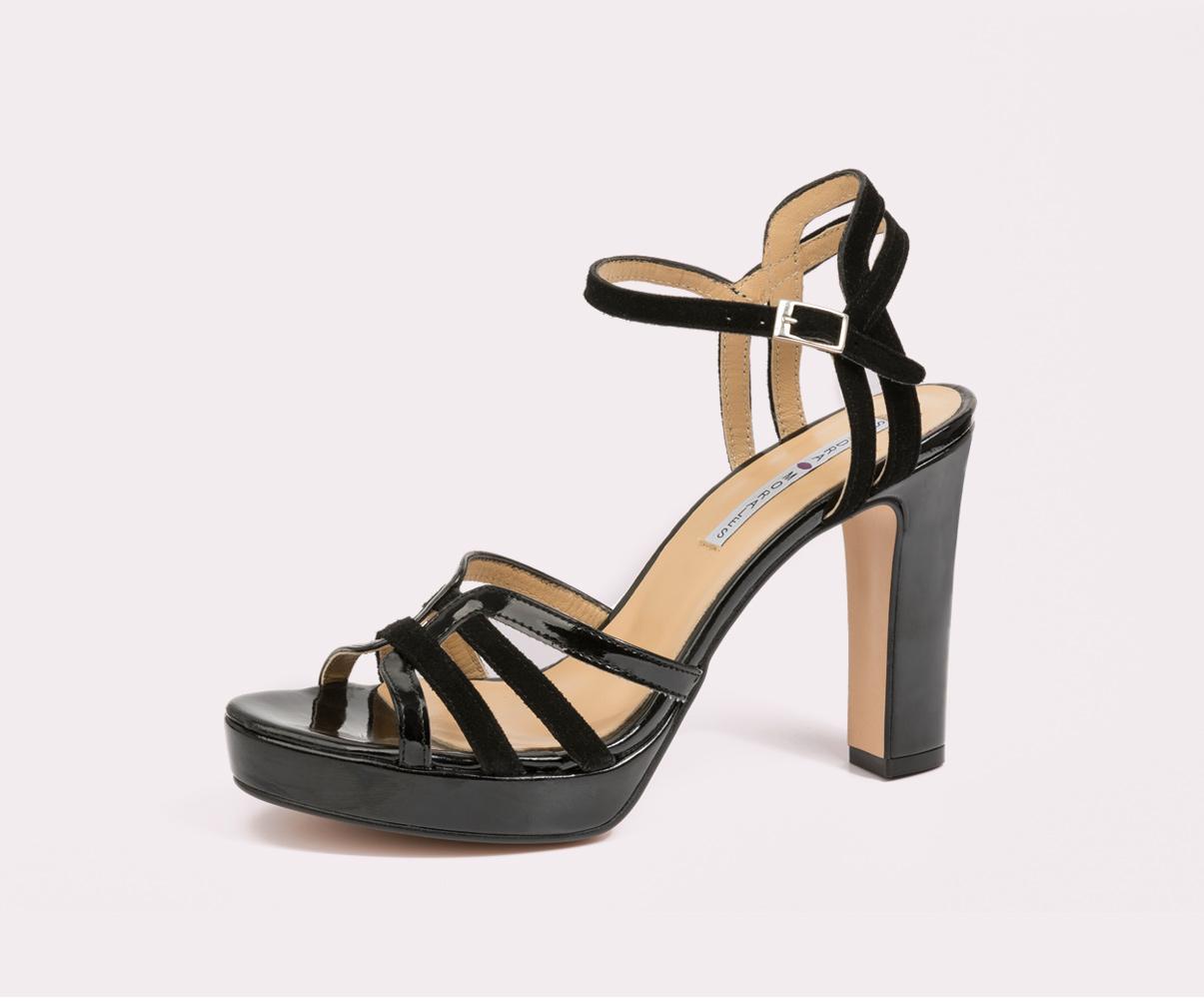 sandalia abierta con tacón fabricadas por la fábrica de zapatos Sandra Stylo
