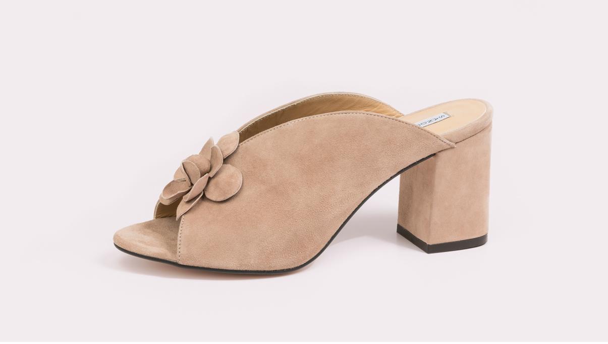 zapatos para mujer con tacón tipo zuecos de la fábrica de zapatos Sandra Stylo