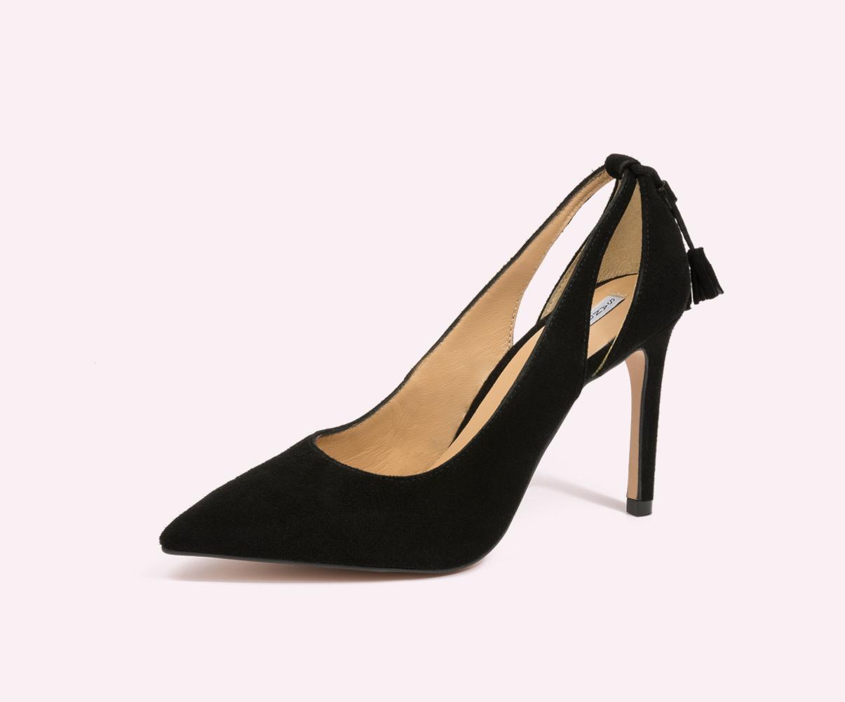 zapatos negros de tacón hechos a mano por la fábrica de calzado Sandra Stylo