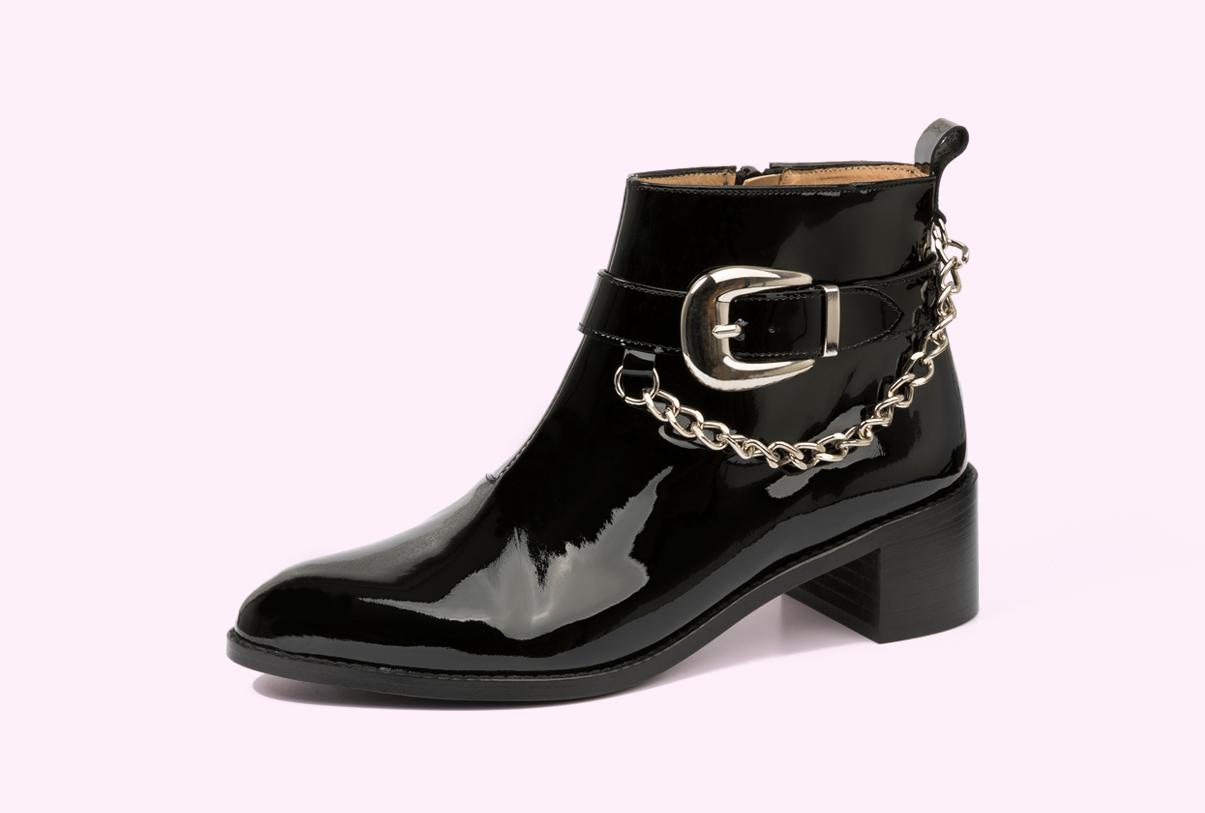 botines de charol para señora fabricados por la fábrica de zapatos Sandra Stylo