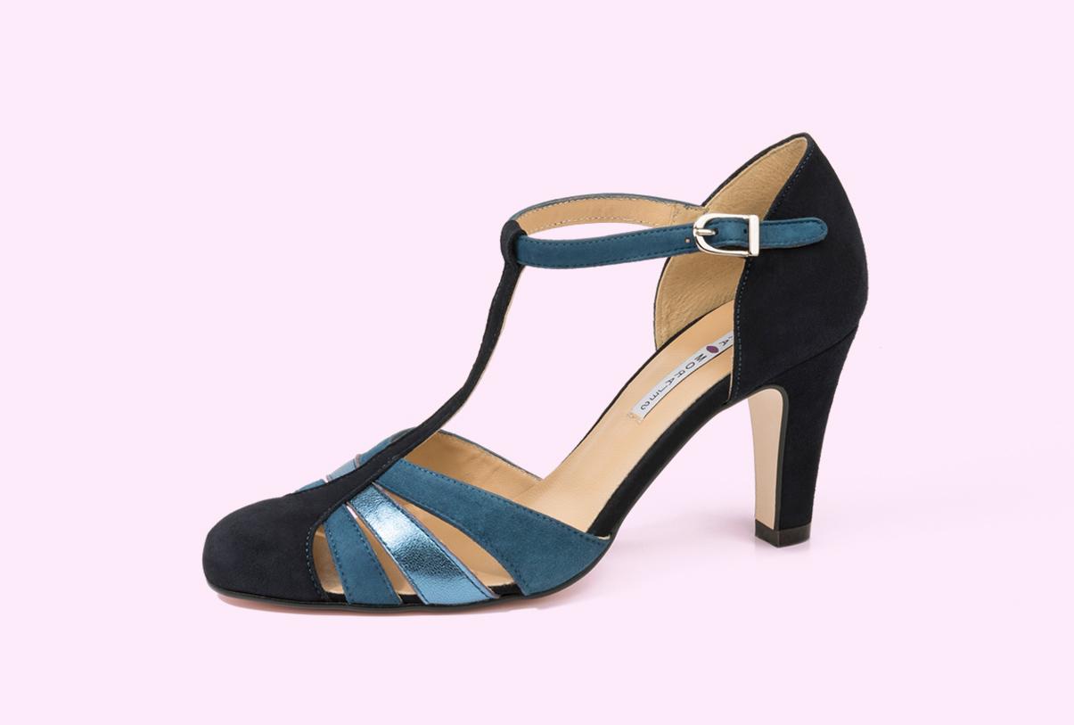 zapato estilo salón de tacón medio diseñado por la fábrica de zapatos Sandra Atylo